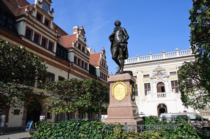 promotionpersonal_info_Statue_von_Johann_Wolfgang_Goethe_Leipzig